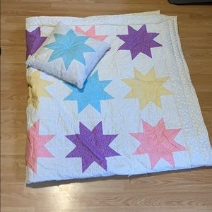 Twin size quilt with pillow